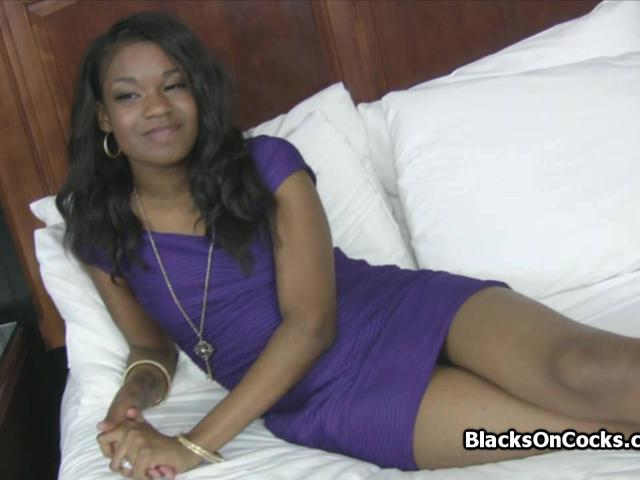 Lovely ebony teen pounded on amateur sex casting