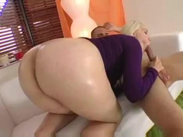 Hot Ass Hottie Likes To Deepthroat Boner!