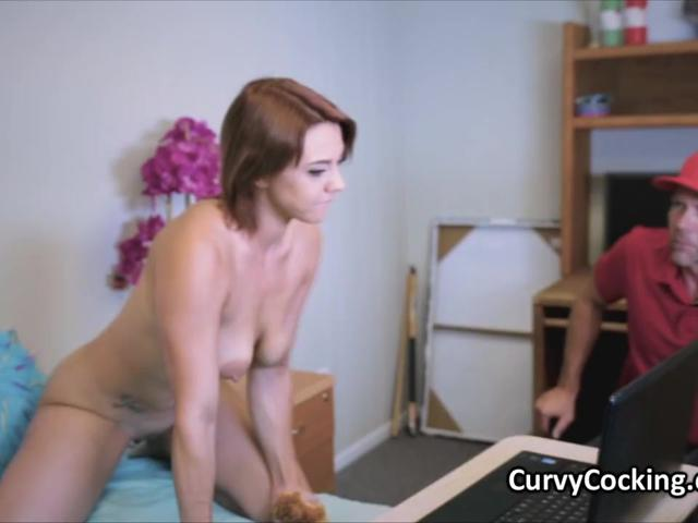 Curvy cammer Maria blows for free pizza