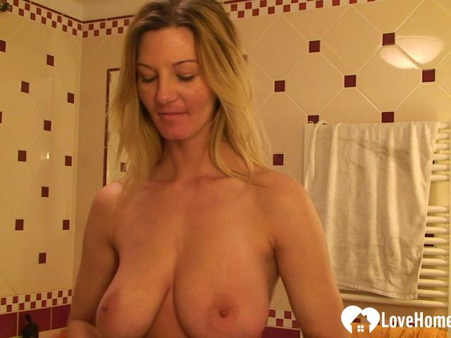 Blondie teases with her tight wet pussy