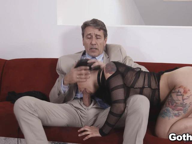 Steve works on Ginas pussy for a nice creampie