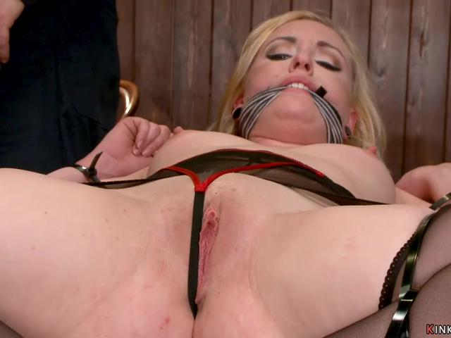 Master in leather mask toys blonde sub