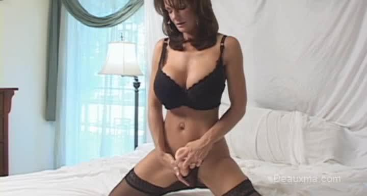 Deauxma sex cumning with dildo