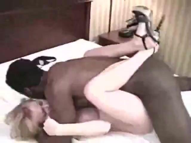 Cuckolding Housewives Blow Awesome Black Shafts