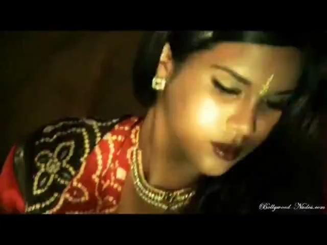 Sexy South Indian Chick Exposes Tits