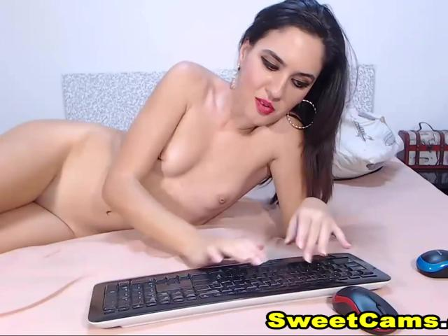 Hot Brunette Chick Gets Her Pussy Fucked