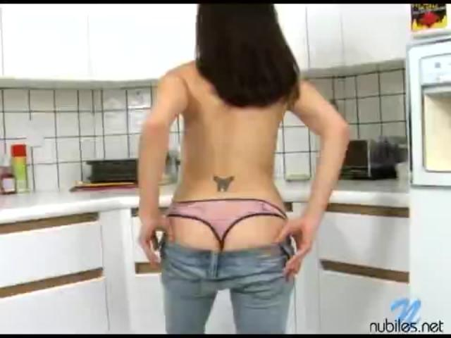 Nikkivee enjoys opening her legs
