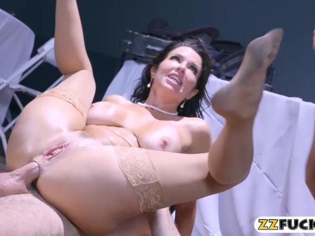Huge juggs ho double penetrated by many big hard cocks