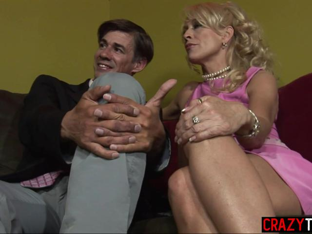 Two wet MILFs Natasha Skinski and Lana Phoenix sucked big dick together