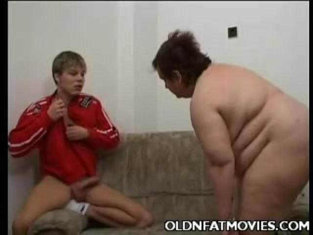 Mature bbw crams rod down lips and pussy