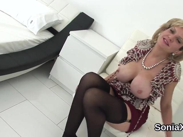 Unfaithful english mature lady sonia exposes her huge puppies