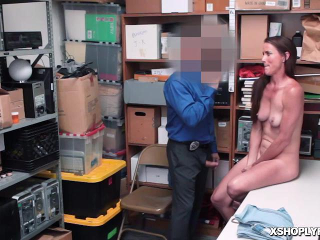 Sexy milf gets fucked like a spreadeagle as she spread her legs