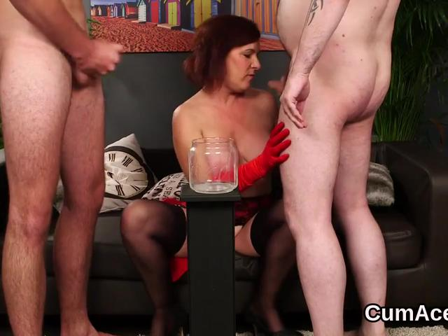 Foxy honey gets cumshot on her face eating all the charge