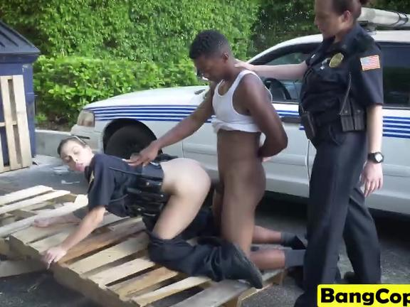 Policewomen get filled by black dong outdoors