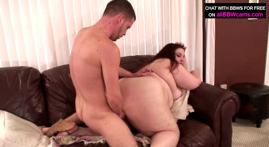 Chubby Brunette Chick Crams Throbbing Pole In Mouth And Vag