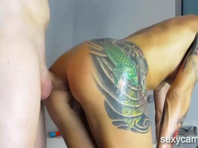 Slutty tattooed MILF gets her ass hole pounded live at sexycamx.com