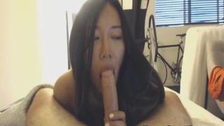 Hot Asian Girlfriend Giving a Nice Deepthroat and Ride