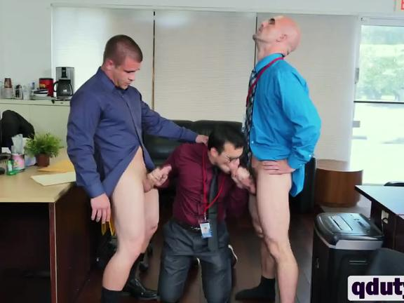 Stud giving blowjobs during lunch break in office