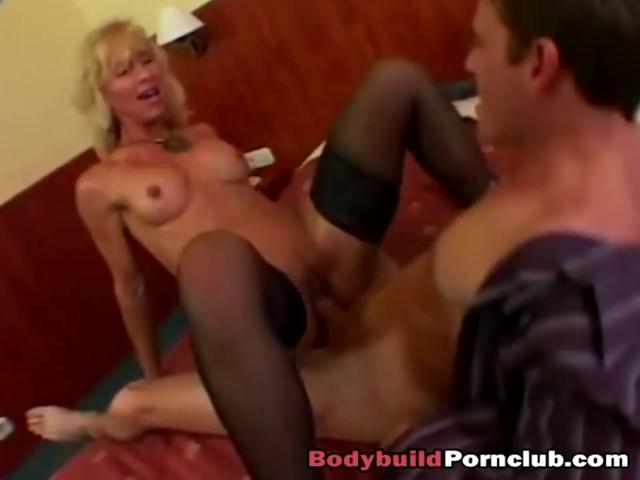 Mature blonde lady riding long schlong in bedroom