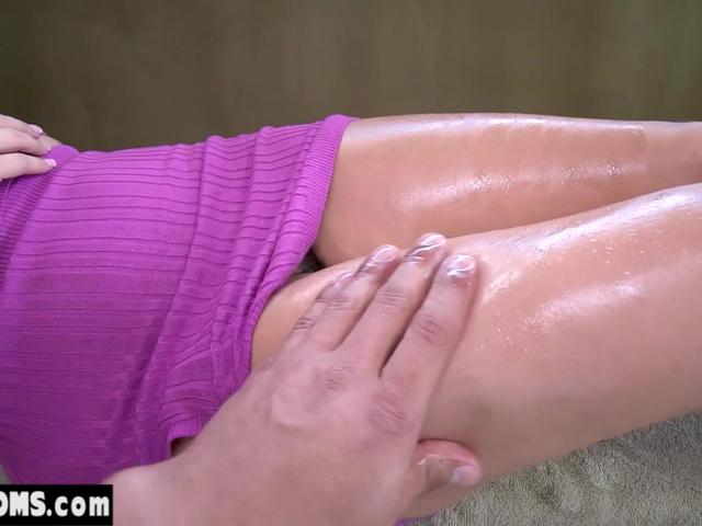 My fingers accidentally sliding into MILF stepmoms pussy