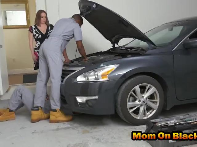 MILF doll got her car fixed and her holes fucked