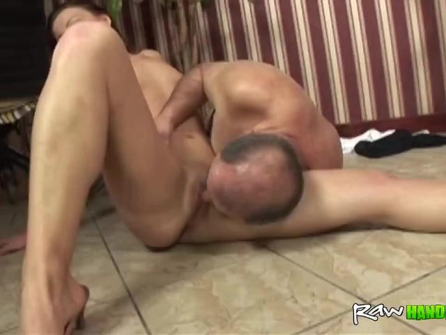 Slutty Brunette Reaches Orgasm While Getting Pussy Licked By Paralyzed Guy