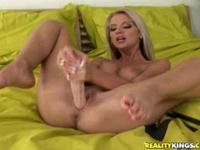 Babe Dildos Her Snatch To Pussy Explosion