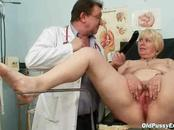 See as the eager lady has her nice pussyhole ripped ...